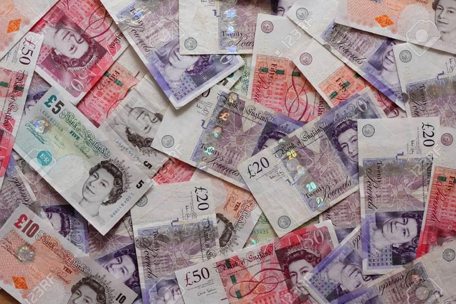Британската фунта ја губи вредноста