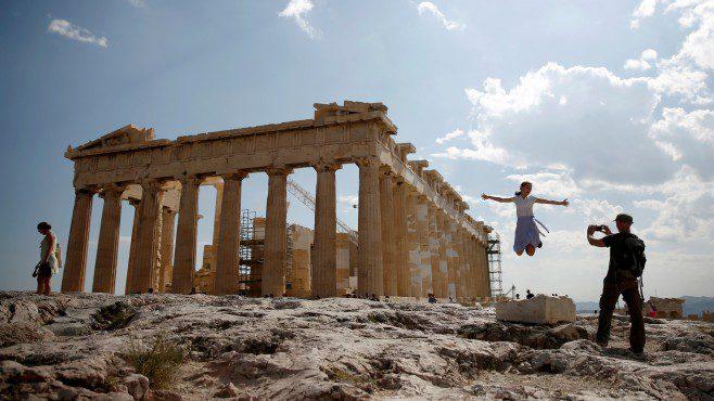 Грција и Италија не напредуваат во намалувањето на нивните долгови