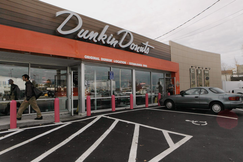 Dunkin' Donuts затвора 800 продавници низ Америка
