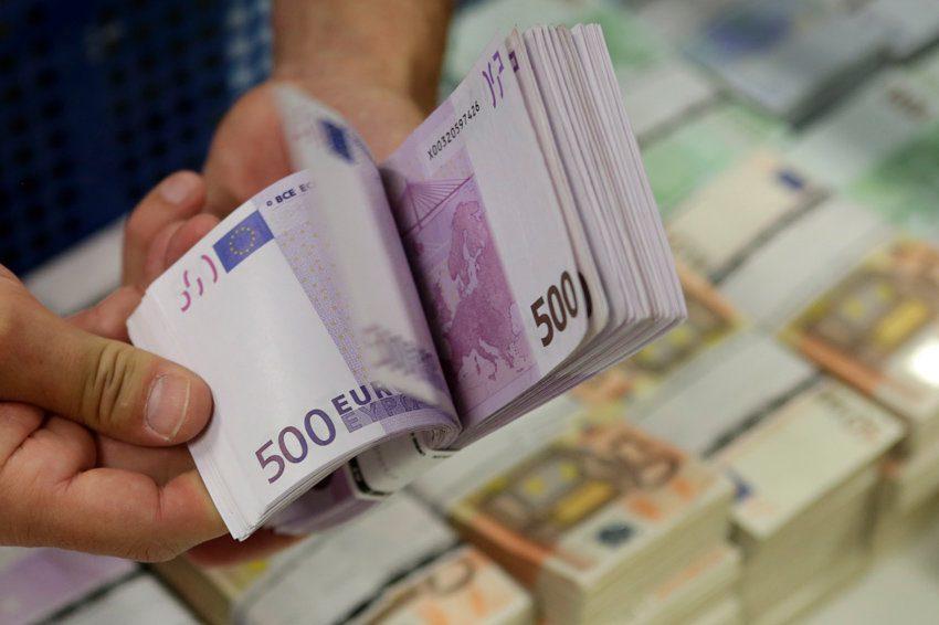 6,8 милијарди евра чуваат македонските граѓани во банките