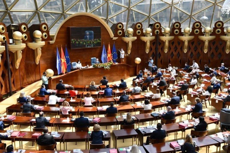 Законите за економските анти-ковид пакети се уште се заглавени во Собранието