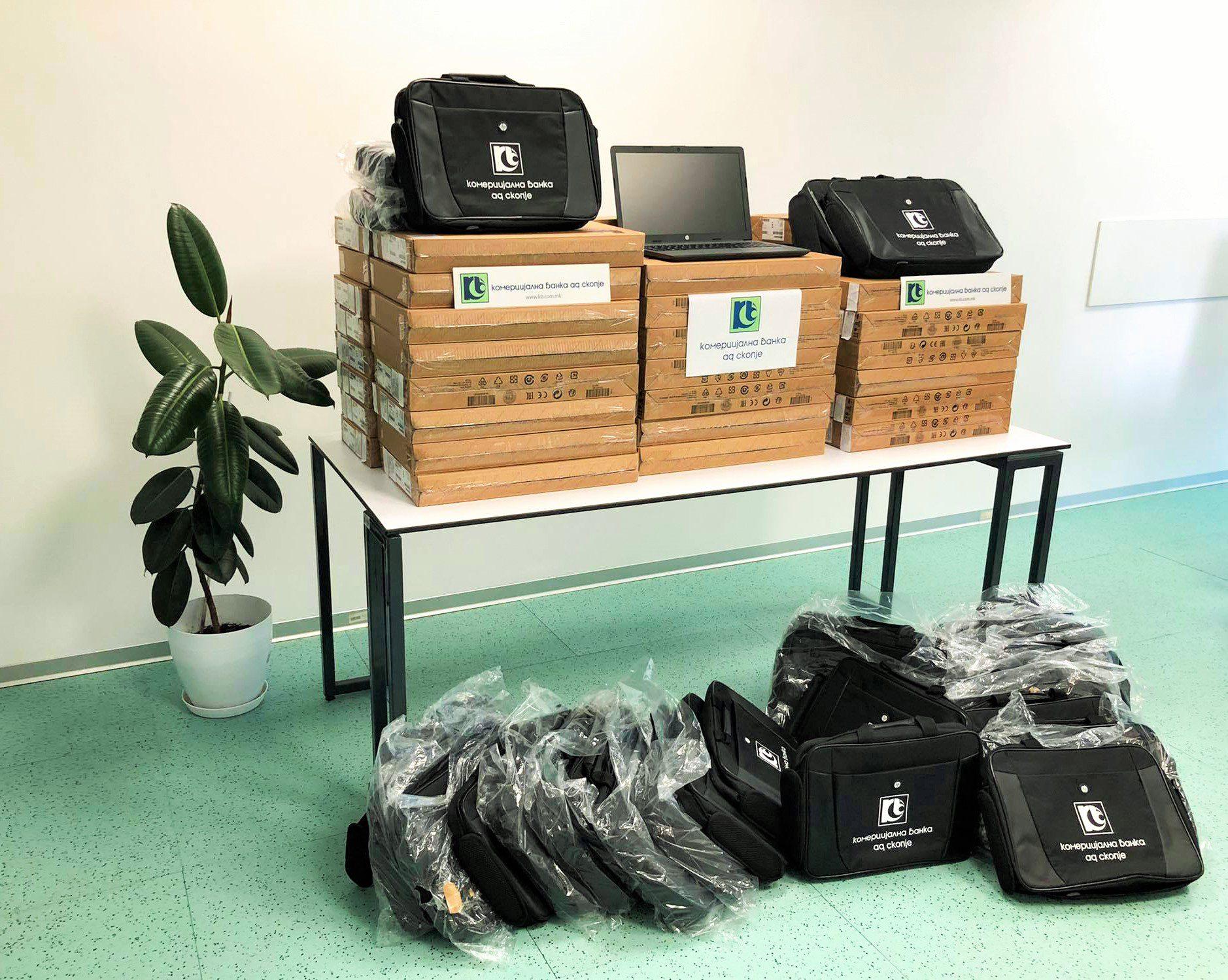 Комерцијална банка донираше лаптопи на ученици од 14 општини