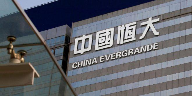 Евергранд им плати камата на странските инвеститори и избегна колапс