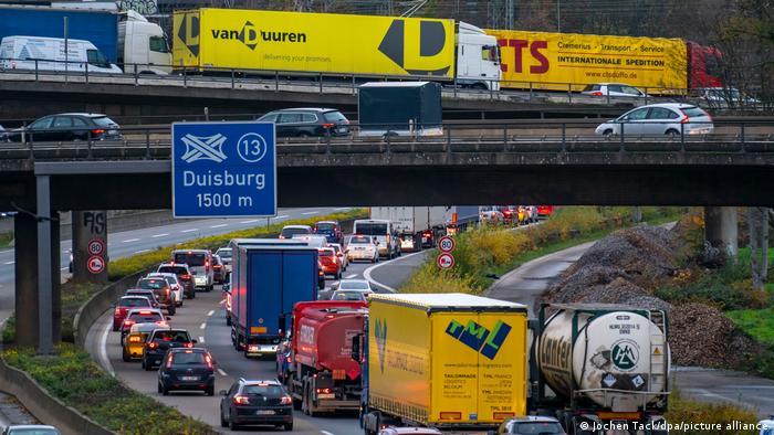 Празни рафтови и недостаток на бензин: се заканува ли британското сценарио во Германија?