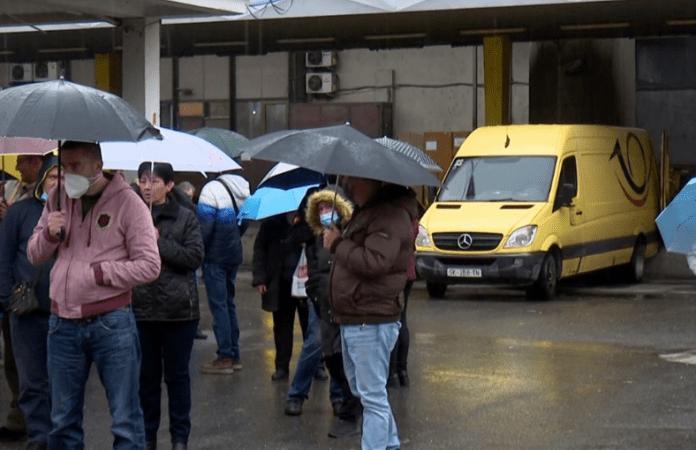 Штрајкуваат вработените во Македонска пошта поради доцнење на платата
